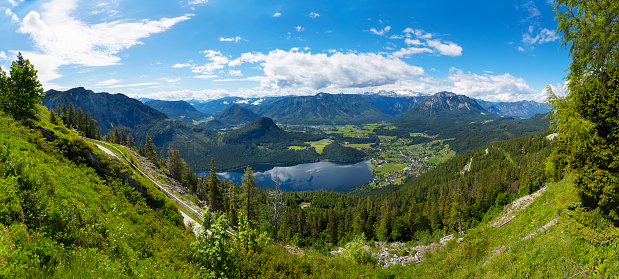 Dachstein Mountains「Austria, Styria, Salzkammergut, Ausseerland, Altaussee, Lake Altausseer See and Dachstein」:スマホ壁紙(1)