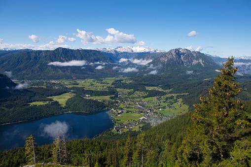 Dachstein Mountains「Austria, Styria, Salzkammergut, Ausseerland, Altaussee, Lake Altausseer See and Dachstein」:スマホ壁紙(14)