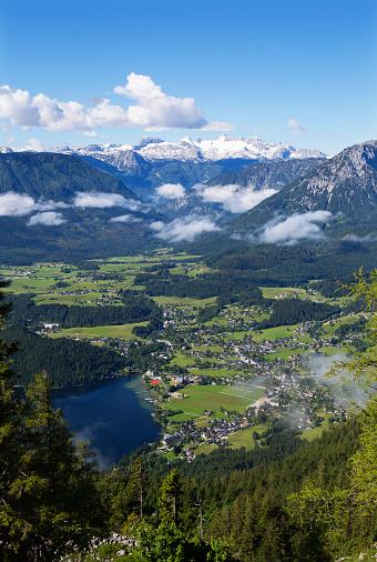 Dachstein Mountains「Austria, Styria, Salzkammergut, Ausseerland, Altaussee, Lake Altausseer See and Dachstein」:スマホ壁紙(0)