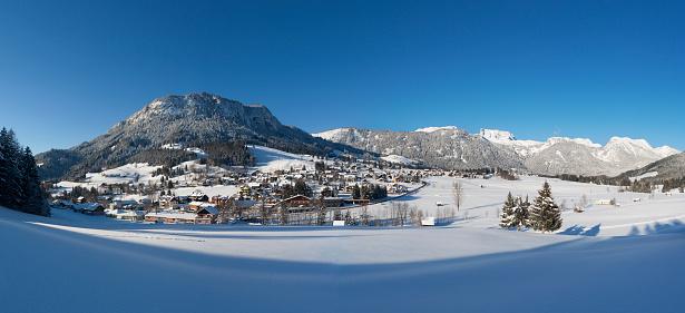 Dachstein Mountains「Austria, Styria, Salzkammergut, Steirisches Salzkammergut, Hinterberg Valley, Tauplitz, View to Ski Region Tauplitzalm」:スマホ壁紙(11)