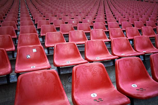 red chairs at a stadium:スマホ壁紙(壁紙.com)