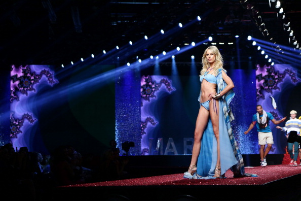 Karolina Kurkova「Yamamay Fashion Show - Runway - MFW F/W 2013」:写真・画像(14)[壁紙.com]