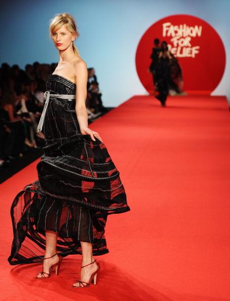Strapless Dress「Fashion For Relief - Fashion Show」:写真・画像(18)[壁紙.com]