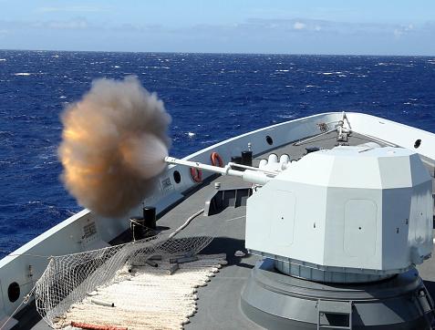 Bang「Chinese Navy multi-role frigate Hengshui fires its main gun.」:スマホ壁紙(10)