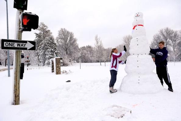 雪だるま「Midwest Hammered By Second Major Snowstorm」:写真・画像(9)[壁紙.com]