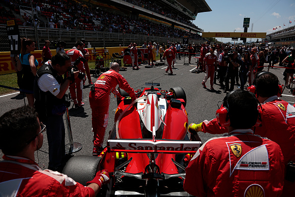 Mechanic「Kimi Räikkönen, Grand Prix Of Spain」:写真・画像(5)[壁紙.com]