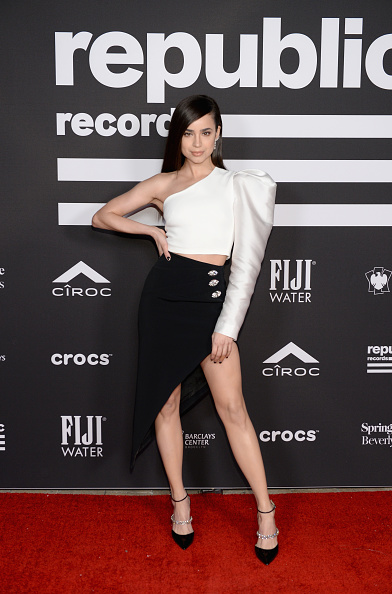White Blouse「Republic Records Grammy After Party At Spring Place Beverly Hills - Arrivals」:写真・画像(7)[壁紙.com]
