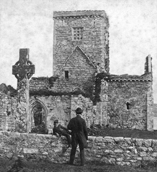 Iona「Ruins of the cathedral and St Martin's Cross, Iona, Argyll and Bute, Scotland, late 19th century.Artist: George Washington Wilson」:写真・画像(16)[壁紙.com]
