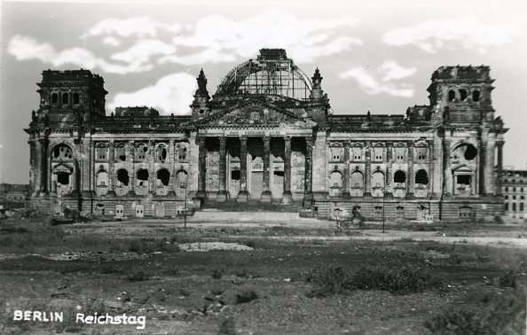 The Reichstag「Ruins of the Reichstag」:写真・画像(2)[壁紙.com]