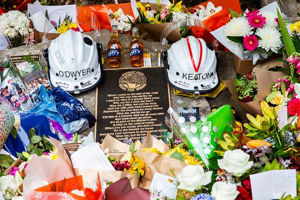 オーストラリア「Tributes Flow For Volunteer Firefighters Killed Battling Bushfires In Western Sydney」:写真・画像(9)[壁紙.com]