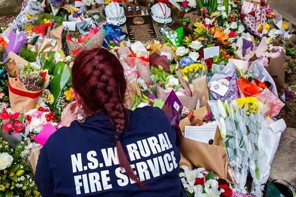 オーストラリア「Tributes Flow For Volunteer Firefighters Killed Battling Bushfires In Western Sydney」:写真・画像(8)[壁紙.com]