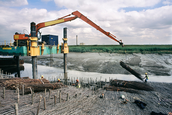 Wooden Post「Lifting in faggots using the long reach Hitachi excavator on the jack-up barge, Dartford Creek erosion control」:写真・画像(15)[壁紙.com]