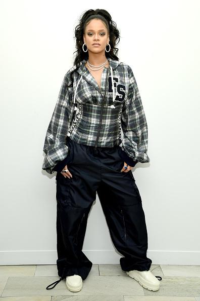 カメラ目線「Rihanna Hosts Pep Rally To Celebrate Launch Of The AW17 FENTY PUMA By Rihanna Collection At Bloomingdales On 59th Street」:写真・画像(4)[壁紙.com]