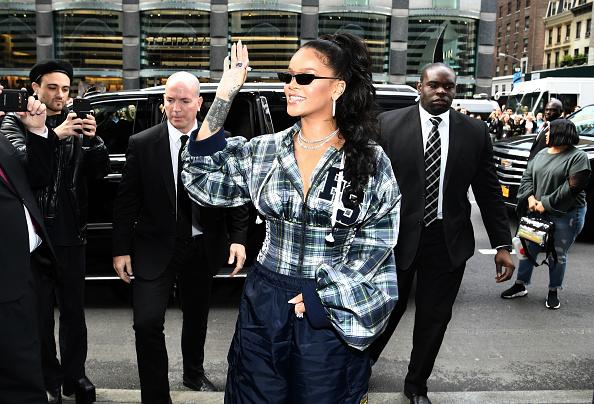 サングラス「Rihanna Hosts Pep Rally To Celebrate Launch Of The AW17 FENTY PUMA By Rihanna Collection At Bloomingdales On 59th Street」:写真・画像(18)[壁紙.com]