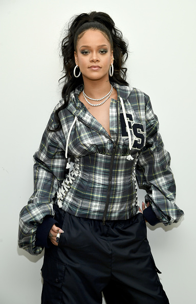 Rihanna「Rihanna Hosts Pep Rally To Celebrate Launch Of The AW17 FENTY PUMA By Rihanna Collection At Bloomingdales On 59th Street」:写真・画像(16)[壁紙.com]