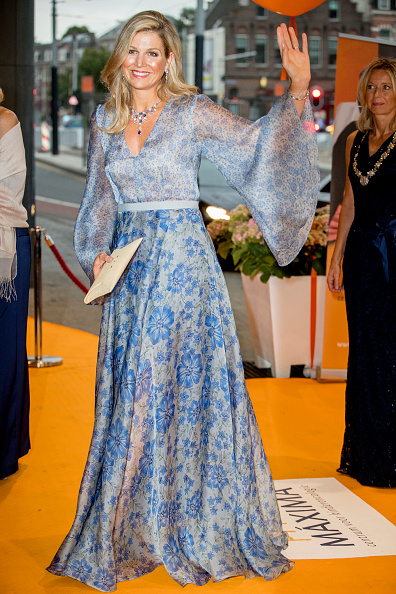 Blue Dress「Queen Maxima attends charity gala diner for Princess Maxima Center for oncology in Amsterdam」:写真・画像(9)[壁紙.com]