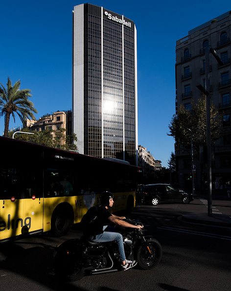 Finance and Economy「Spain's Sabadell To Move Out of Catalonia Amid Tension」:写真・画像(9)[壁紙.com]