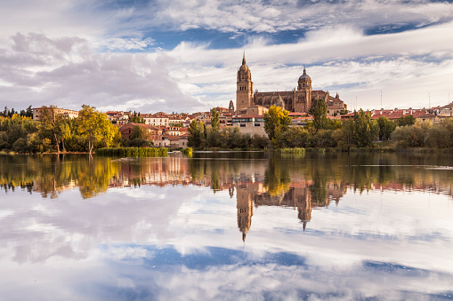 Baroque Style「The cathedral in Salamanca across the Rio Tormes.」:スマホ壁紙(7)