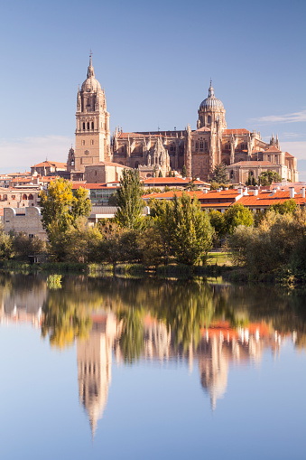 Baroque Style「The cathedral in Salamanca across the Rio Tormes.」:スマホ壁紙(12)