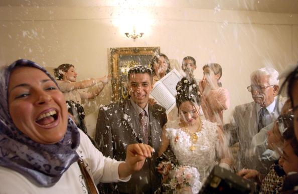 Middle East「Iraqis Celebrate Marriage Despite Tough Times」:写真・画像(0)[壁紙.com]