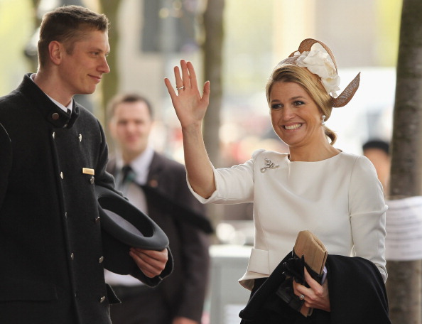 Bellhop「HRH Queen Beatrix Of The Netherlands And Crown Prince Couple Willem Alexander And Maxima On Germany Visit - Day 1」:写真・画像(19)[壁紙.com]