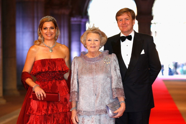 Clutch Bag「Queen Beatrix Of The Netherlands Hosts A Dinner Ahead Of Her Abdication」:写真・画像(5)[壁紙.com]