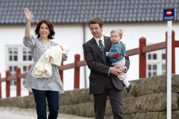 Parent「Princess Mary Of Denmark Leaves Hospital With Her New Daughter」:写真・画像(19)[壁紙.com]
