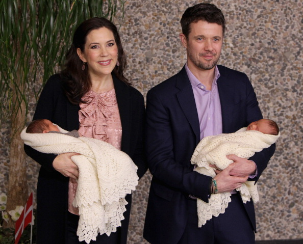 Twin「Crown Prince Frederik and Crown Princess Mary of Denmark Introduce Newborn Royal Twins」:写真・画像(6)[壁紙.com]