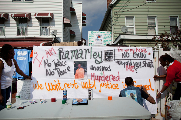 Bedding「Supporters Of Police Shooting Victim Ramarley Graham」:写真・画像(11)[壁紙.com]