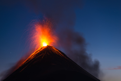 Volcano「Fuego volcano eruption」:スマホ壁紙(15)
