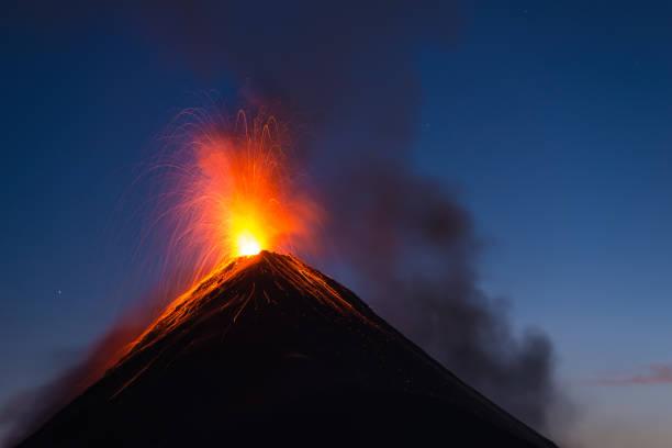 Fuego volcano eruption:スマホ壁紙(壁紙.com)