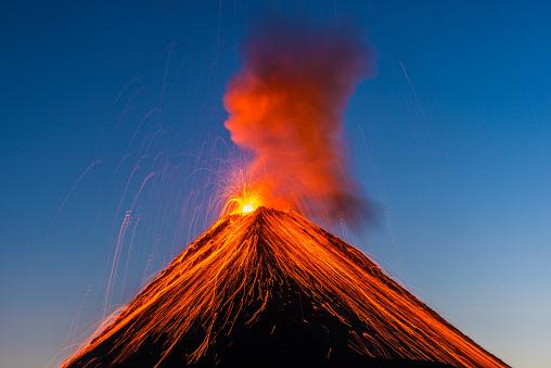 Erupting「Fuego volcano eruption」:スマホ壁紙(4)