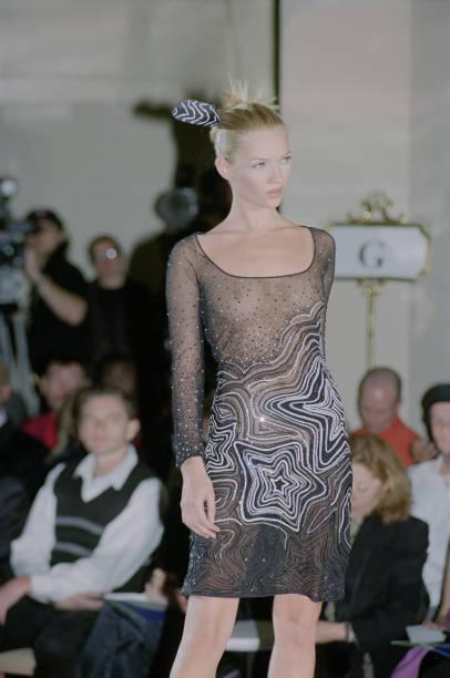 Transparent「Versace Haute Couture Spring/Summer 1996」:写真・画像(10)[壁紙.com]