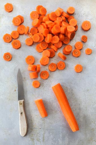 ニンジン「Sliced carrots and a knife」:スマホ壁紙(12)