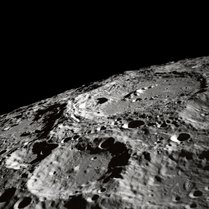 Moon「This oblique view featuring International Astronomical Union (IAU) Crater 302 on the Moon surface was photographed by the Apollo 10 astronauts in May of 1969.」:スマホ壁紙(18)