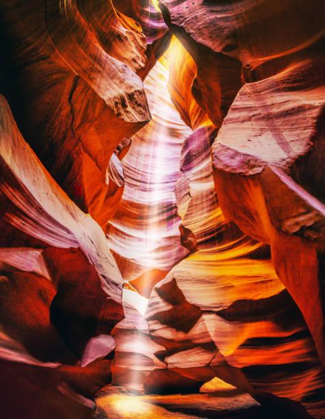 light beam at upper antelope canyon, Arizona. USA:スマホ壁紙(壁紙.com)