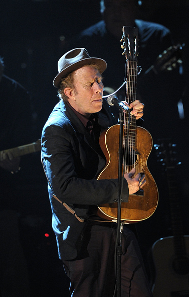 トム ウェイツ「26th Annual Rock And Roll Hall Of Fame Induction Ceremony - Show」:写真・画像(8)[壁紙.com]