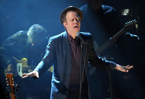 トム ウェイツ「26th Annual Rock And Roll Hall Of Fame Induction Ceremony - Show」:写真・画像(1)[壁紙.com]