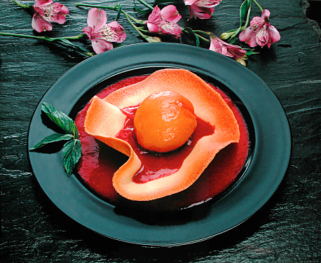 Coulis「Poached peach on a biscuit with Raspberry sauce」:スマホ壁紙(14)