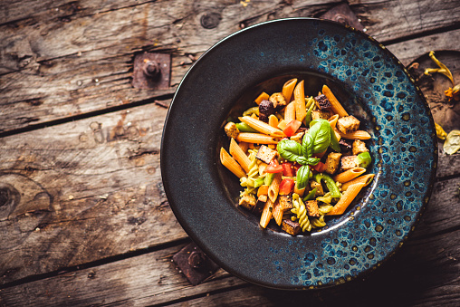 Ketogenic Diet「Vegan Low Carb Lentil Pasta with Veggies and Tofu」:スマホ壁紙(11)