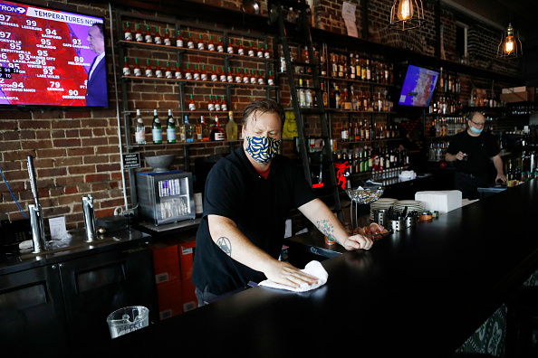 Restaurant「As State Opens After Lockdown, Coronavirus Cases Spike In Florida」:写真・画像(11)[壁紙.com]