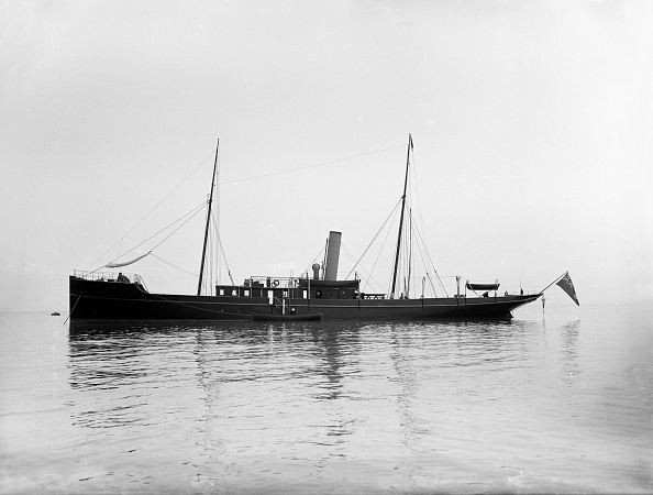 Anchored「The 116 Ton Steam Yacht Athena At Anchor」:写真・画像(7)[壁紙.com]