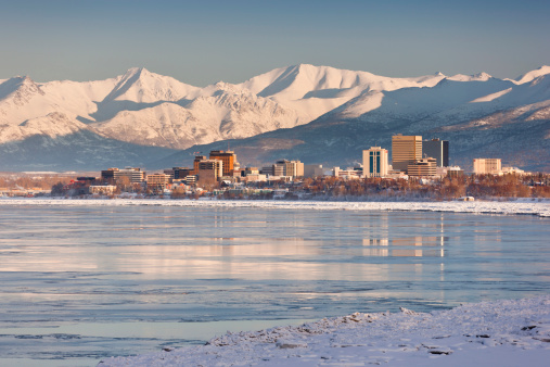 Anchorage - Alaska「View Of Anchorage Skyline Chugach Mountains And Cook Inlet From Earthquake Park In Winter」:スマホ壁紙(18)