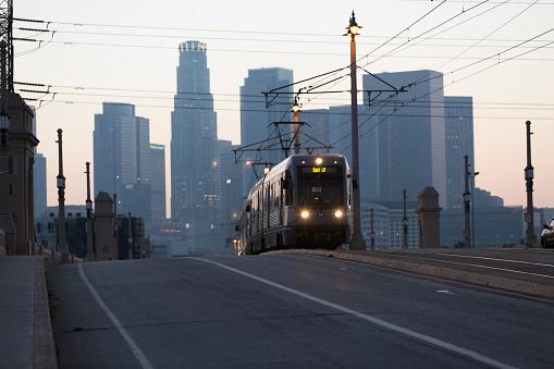 Pole「LA Metro train going over bridge in Downtown area」:スマホ壁紙(0)
