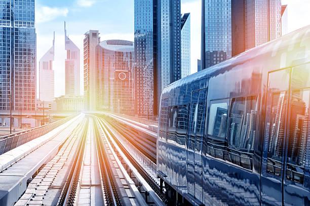 Metro train downtown in Dubai:スマホ壁紙(壁紙.com)