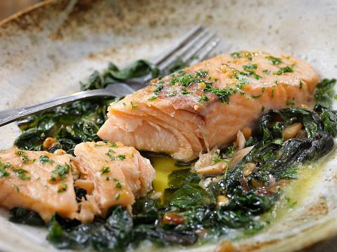 Pine Nut「Garlic and Butter Poached Salmon with Swiss Chard and Toasted Pine nuts」:スマホ壁紙(13)