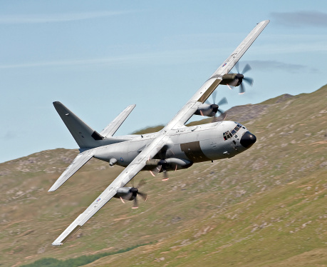 RAF「A C-130J Super Hercules low flying over North Wales on a training flight.」:スマホ壁紙(9)