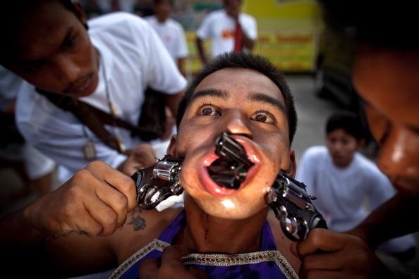 Place of Worship「Devotees Mutilate Themselves At Phuket Vegetarian Festival」:写真・画像(12)[壁紙.com]