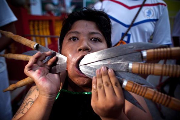 Place of Worship「Devotees Mutilate Themselves At Phuket Vegetarian Festival」:写真・画像(19)[壁紙.com]