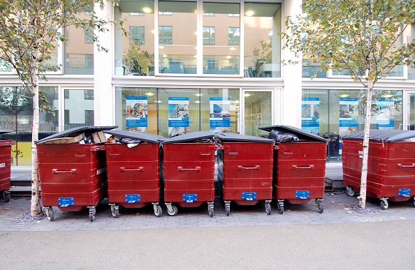 Recycling「Refuse bins lined up in a pedestrian area」:写真・画像(10)[壁紙.com]